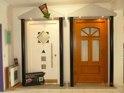 ブレンドル社の玄関ドアのサンプル