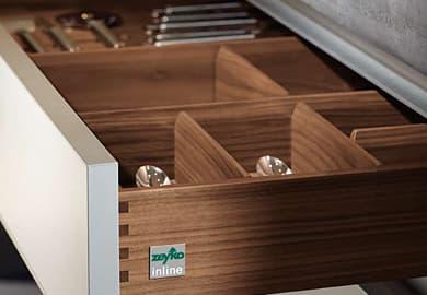 zeykoキッチンの木製引き出しの写真